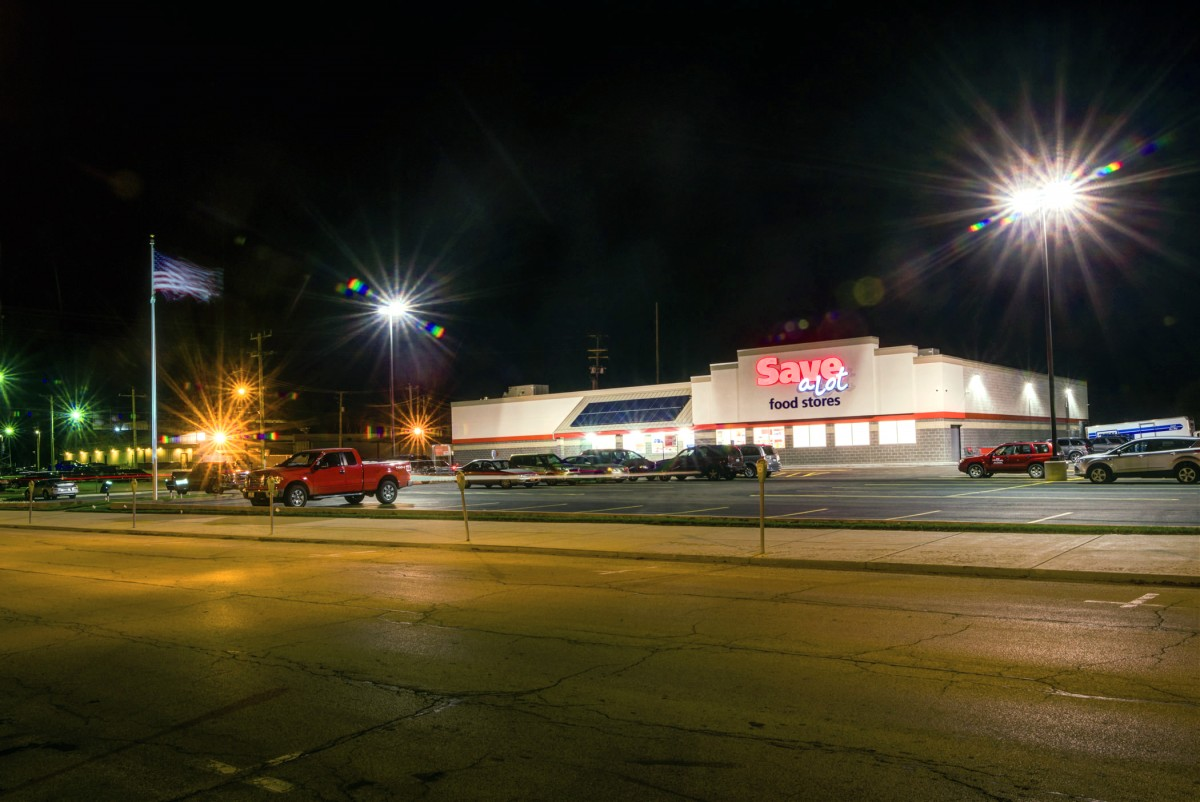 Street view of Save-A-Lot grocery store architecture